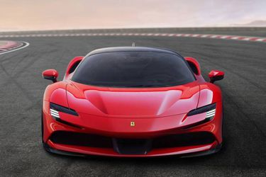 Llega a Chile el primer híbrido de producción de Ferrari con sus 1.000 caballos de fuerza