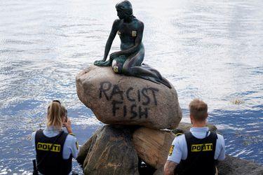 """Pescado racista"": vandalizan estatua de La Sirenita en Dinamarca"