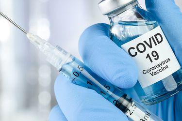 En qué consisten las tres fases de desarrollo de una vacuna (y por qué demora tanto tiempo)