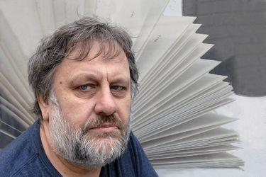 """Slavoj Žižek: """"La dignidad es la respuesta popular al cinismo abierto de los que están en el poder"""""""