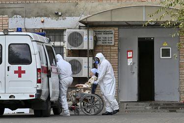 Rusia bate el récord diario de muertos por coronavirus con 320 decesos  y estudia restringir el ocio nocturno