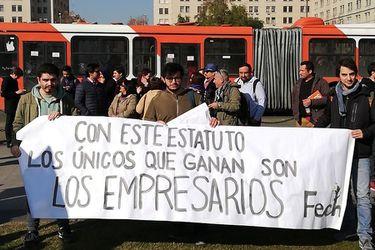 """""""Sólo ganan los empresarios"""": Confech exige retiro de proyecto de Estatuto Laboral Joven"""