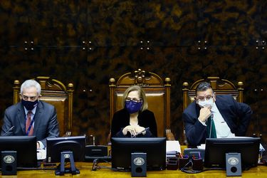 Mesa del Senado propone suspender de sus funciones a Raúl Guzmán ante posible formalización