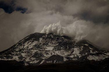 Volcán Nevados de Chillán presenta pulsos eruptivos