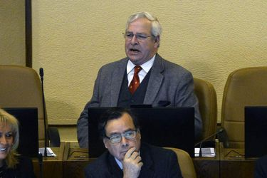 """Diputado Urrutia respalda a Van Rysselberghe a horas de las elecciones UDI y pide defender la figura de """"mi general"""" Pinochet"""