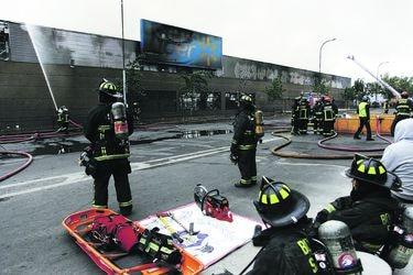 Lider quemado en Quinta Normal. La comuna tiene un 25% de sus supermercados cerrados.