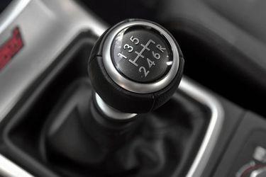 Autos eléctricos vendieron más que los manuales por primera vez en EE.UU.