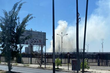 Fuego amenaza el sector Magallanes del Estadio Monumental