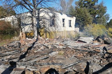 Fiscalía indaga vínculo entre robo de madera y atentado en Carahue que dejó a matrimonio en riesgo vital