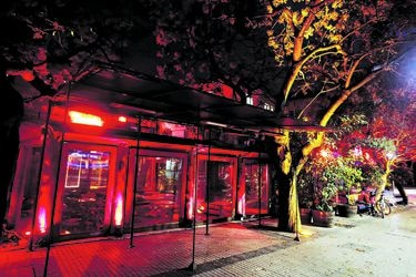 Dueño pone en venta paño donde opera el restaurante Tiramisú, que a la vez trabaja en su apertura