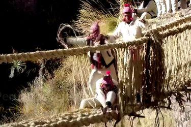 Reconstruyen en Perú un puente de 500 años utilizando ancestral técnica de tejido
