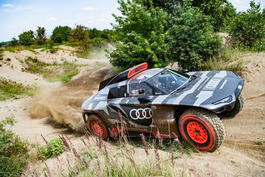 Audi busca ganar su primer Dakar con esta impresionante bestia híbrida