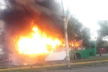 Saqueos, barricadas, dos buses quemados y seis detenidos deja nueva jornada de protestas por requerimiento del gobierno ante el TC por tercer retiro