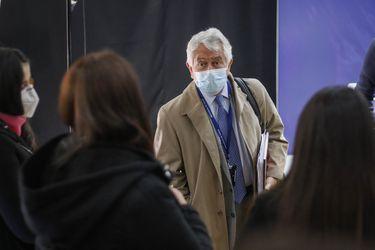 """Paris reconoce """"error comunicacional"""" respecto al plan de desconfinamiento y afirma que evalúan aumentar el aforo del comercio a un 50% en Aysén y Los Ríos"""