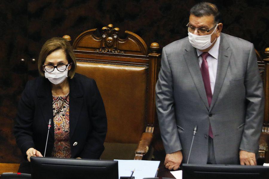 Adriana Muñoz y Rabindranath Quinteros, presidenta y vicepresidente del Senado. La primera emitió duros juicios sobre su compañero de testera.