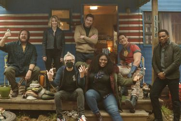 James Gunn presentó al elenco de Peacemaker con nuevas fotos del set