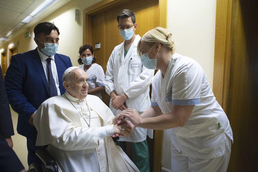 Papa Francisco permanecerá más días hospitalizado para asegurar su completa  recuperación - La Tercera