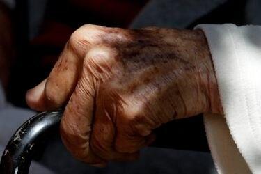 anciano pesiones