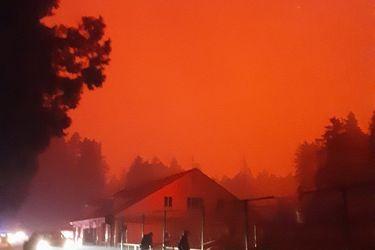 """Miles de bomberos luchan para sofocar incendio """"apocalíptico"""" en la costa oeste de EE.UU."""