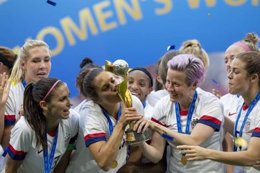 Las presentaciones en la corte del equipo de fútbol femenino de EEUU muestran el pago para los mejores jugadores