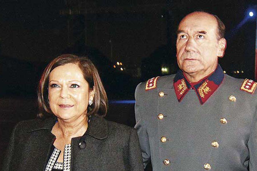 Fuente-Alba  y Anita María Pinochet