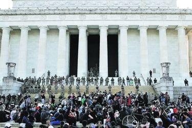 La Guardia Nacional de EE.UU. despliega a militares desarmados para vigilar los monumentos de Washington