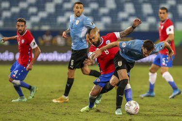 El uno a uno de Chile: Bravo, Pulgar y Vargas salvan a una Roja muy cansada y Vidal pierde el duelo con Suárez