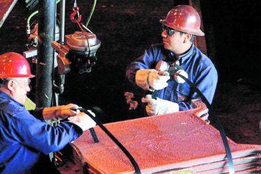 Reactivación china y dudas sobre oferta impulsan precio del cobre y mejoran perspectivas fiscales