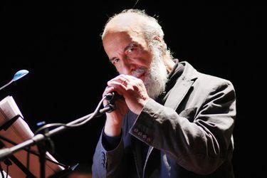 """Raúl Zurita, Premio Reina Sofía de Poesía 2020: """"Desde el fondo del alma, espero que cambiemos las pedradas por los abrazos"""""""