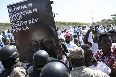 Funeral de asesinado Presidente Jovenel Moïse se realizó entre disparos y gases lacrimógenos