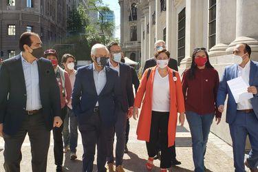 Las maratónicas gestiones (y la reticencia del PC) para una foto de unidad de la oposición el 25/O