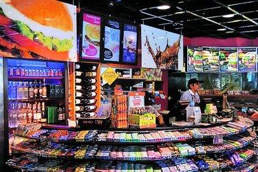 La reinvención de las tiendas de Copec, Shell y Petrobras: Covid obliga a sumar alimentos esenciales y de higiene