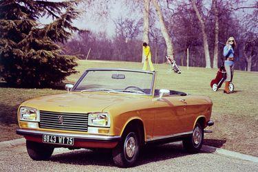 Leones de fiesta: los Peugeot 304 cabriolet y coupé cumplen medio siglo