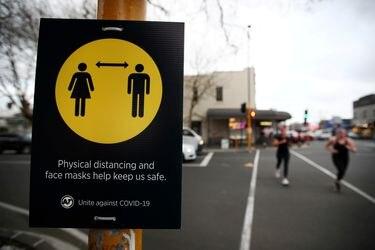 Nueva Zelanda vuelve a confinar a Auckland por brote de covid-19