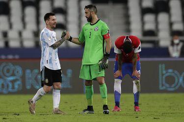 """Bravo se resigna ante la precisión de Messi: """"Tiene una pegada que no tiene todo el mundo, una precisión distinta al resto"""""""