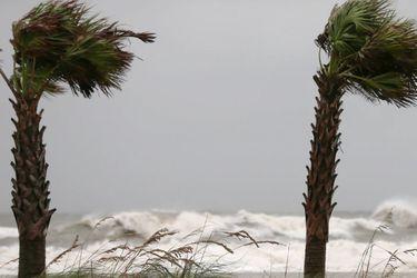 """Huracán Sally toca tierra en la costa sur de EE.UU. y se prevén inundaciones """"históricas"""""""