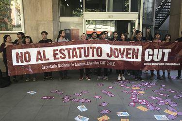 Estudiantes manifiestan apoyo al paro de la CUT con toma del Ministerio del Trabajo