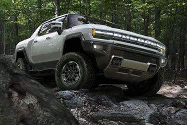 Ataque al nicho off-road: GMC revive al Hummer que ahora llega con 1.000 caballos y 100% eléctrico
