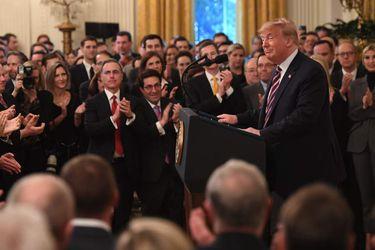 Trump celebra desde la Casa Blanca victoria en juicio político y agradece a su equipo legal