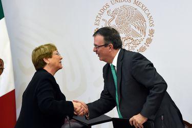 Bachelet firma en representación de la ONU acuerdo con el gobierno mexicano para esclarecer caso de 43 estudiantes desaparecidos en Ayotzinapa