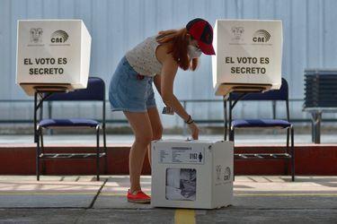 ¿Quiénes son los ganadores de las elecciones en Perú y Ecuador?