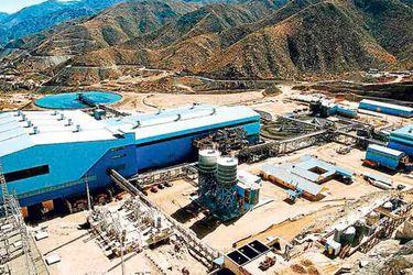 Producción de Antofagasta Minerals cae en el tercer trimestre y dice que sigue operando con alrededor de dos tercios de su fuerza laboral