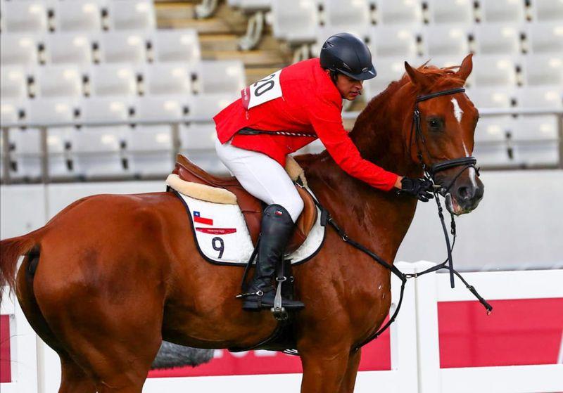 La rienda del caballo de Esteban Bustos se cortó durante la competencia ecuestre del pentatlón moderno.