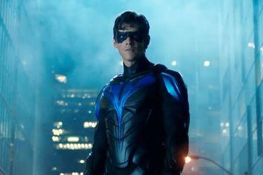 Nightwing entra en acción en el tráiler del final de temporada de Titans