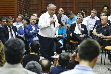 Ministro Monckeberg se reune con mas de 100 dirigentes sindicales de diversos sectores