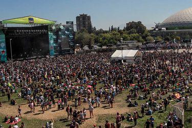 El Coronavirus sacude a los festivales de música: artistas chilenos viajan a eventos cuestionados y espectáculos musicales caen en la incertidumbre