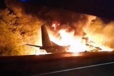 Al menos una veintena de fallecidos al estrellarse avión militar en Ucrania