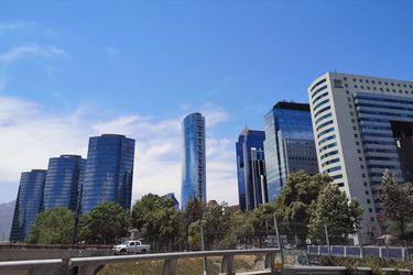Mercado de oficinas sufre con el teletrabajo y ya se ubica en niveles de sobreoferta