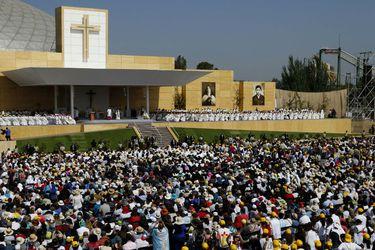 En misa por la paz, el Papa evoca a Neruda, Silva Henríquez y Alberto Hurtado