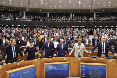 Members-of-the-European-Parliament-react-after-voting-on-the-Brexit--deal-during-a-plenary-session-(47937854)pw